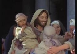 Zeffirelli, il suo grande successo tv mondiale: «Gesù di Nazareth» Lo sceneggiato televisivo del 1977 diretto dal grande Maestro ottenne un grande successo di pubblico tanto da essere più volte replicato. Negli Stati Uniti TV Guide la definì «la miglior miniserie televisiva di tutti i tempi» - Corri...