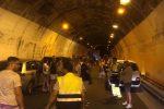 Incendio sulla Messina-Catania, traffico paralizzato nella zona di Taormina