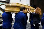 In migliaia alla camera ardente del carabiniere ucciso, l'autopsia rivela: inferte 11 coltellate - Foto