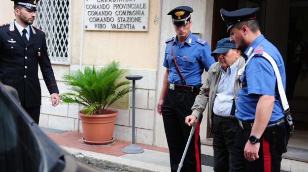 'ndrangheta, estorsione, Alfonso Cicerone, Antonio Mancuso, Catanzaro, Calabria, Cronaca