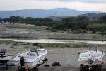 Catanzaro, rifiuti accanto al fiume Corace: sequestrate 4 aree