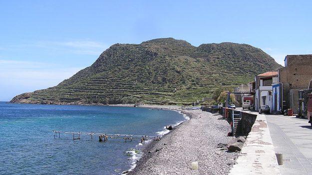 eolie, filicudi, incendio, Messina, Cronaca