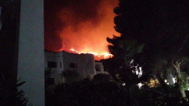canadair, incendi, persone evacuate, san vito lo capo, villaggio Calampiso, Sicilia, Cronaca