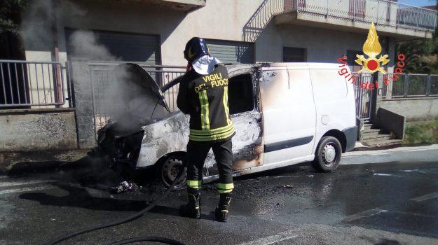 incendio furgone palermiti, Catanzaro, Calabria, Cronaca