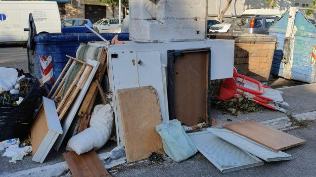 messinaservizi esternalizza, rifiuti ingombranti messina, Cateno De Luca, Messina, Sicilia, Politica