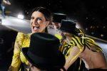 Pausini-Antonacci a Messina, Laura canta sul palco Vitti 'na crozza: il video