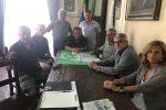 L'incontro tra il sindaco di Giardini e i sindacati