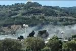 Lamezia, incendio al campo rom di Scordovillo: nube di fumo in città - Video