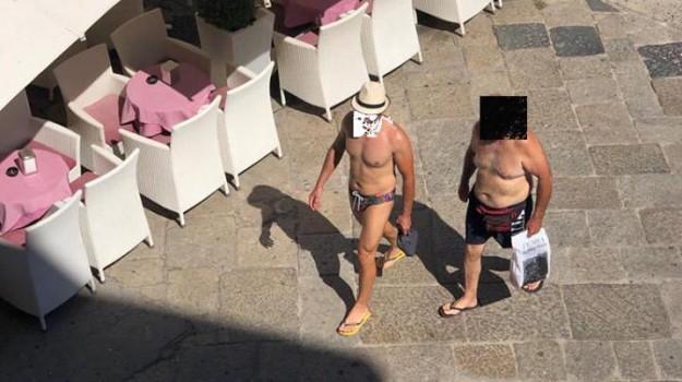 A Tropea divieto di camminare scalzi e in costume, l'ordinanza del sindaco