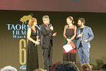 Paolo Genovese premia Ottava Spencer al Taormina Film Fest