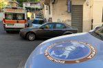 Omicidio in una tabaccheria a Reggio, morta una donna: le foto del luogo