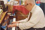 Messina, a oltre 90 anni il maestro del jazz inaugura il piano del mercato Muricello
