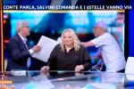 Insulti e sediate in tv, il video del violento scontro fra Sgarbi e Mughini