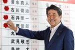 Elezioni in Giappone, vince la coalizione del premier Abe
