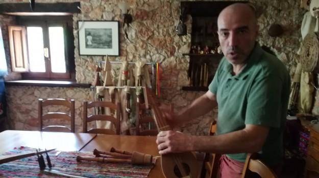 lira calabrese, Vincenzo Piazzetta, Catanzaro, Calabria, Società