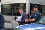 Retata a Reggio, l'uscita degli arrestati dalla questura: c'è anche l'onorevole Nicolò - Video