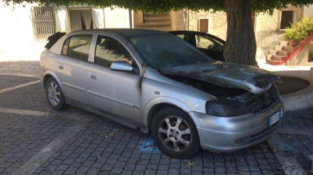incendio auto prete, intimidazione sacerdote nicotera, nunzio maccarone, Catanzaro, Calabria, Cronaca