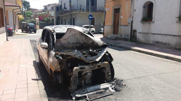 auto incendiata, gioia tauro, Aldo Alessio, Reggio, Calabria, Cronaca