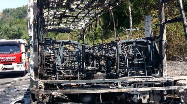 Incendio A2, pullman a fuoco, salerno-reggio calabria, Cosenza, Calabria, Cronaca