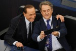 Berlusconi a Strasburgo, 'mi hanno chiesto selfie, mi sono adeguato'