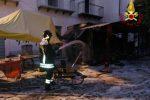 Furgone di street food in fiamme a Vibo marina, rogo domato in tempo