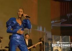Celine Dion dà il via ai concerti estivi di Hyde Park a Londra Grande folla per l'unica data europea della cantante canadese - Ansa