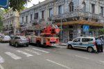 Paura a Messina, nuovo crollo di calcinacci in via Consolato del Mare - Foto