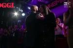 Eros Ramazzotti a Sanremo, bacio in diretta a Marica mentre canta la canzone che scrisse per Michelle