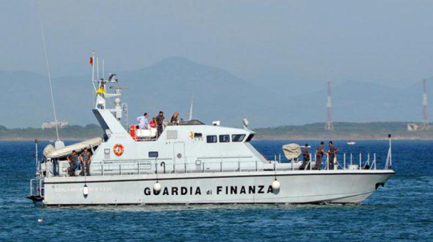 barca avaria, Laghi di Sibari, Cosenza, Calabria, Cronaca