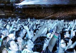Il concerto di Ultimo a Roma davanti a 60mila persone: duetto con Venditti Tutto esaurito e fan in delirio allo Stadio Olimpico - Corriere Tv