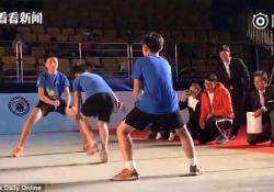 Il salto della corda da record: 148 volte in 30 secondi Huang Junkai, quattordicenne di Shanghai, ha battuto il suo stesso record mondiale - CorriereTV