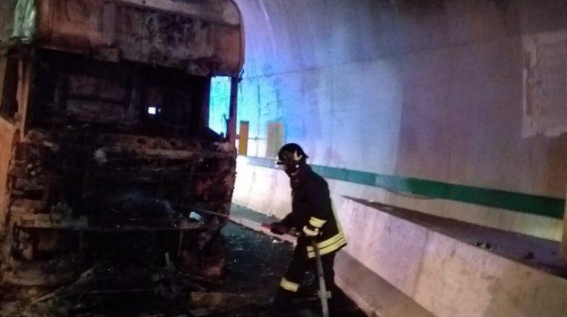 incendio, Cosenza, Calabria, Cronaca