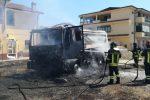 Camion urta un cavo elettrico e va a fuoco a Crotone - Foto