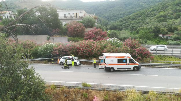 Grave incidente sulla Messina-Palermo, automobilista in fin di vita