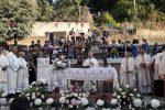 Fedeli in piazza a Pizzoni, al via la cerimonia di incoronazione della Madonna delle Grazie - Foto