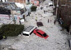 La città messicana sepolta da quasi 2 metri di grandine Una enorme grandinata si è abbattuta domenica sulla Guadalajara, in Messico - CorriereTV