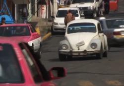 Maggiolino addio, prodotto in Messico l'ultimo esemplare Dopo 81 anni dal primo prodotto in Germania, l'auto ora vivrà in un museo - Ansa