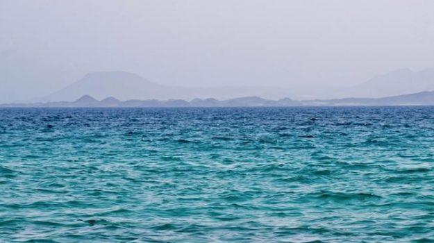 Tragedia sulla spiaggia di Scalea, turista si tuffa in mare e muore annegato