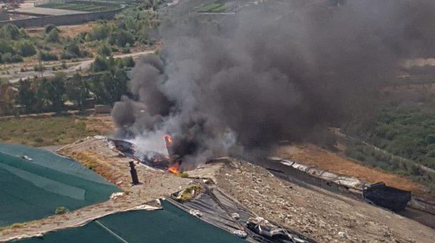 discarica, incendi, mazzarrà sant'andrea, rifiuti, maurizio crimi, Messina, Sicilia, Cronaca