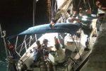 Migranti, sbarco a Cirò Marina: in 28 a bordo di un motoveliero, fermati 3 presunti scafisti - Video