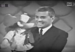 Morto Raffaele Pisu, negli anni '60 era la voce del pupazzo «Provolino» Aveva 94 anni. Attore e volto di «Striscia la notizia», al cinema aveva recitato anche per Paolo Sorrentino e a ottobre sarebbe tornato sul set - Corriere Tv