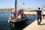 Sbarcati nella notte a Lampedusa i 46 migranti di nave Alex, sequestrata l'imbarcazione