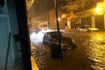 Nubifragio nella notte a Corigliano Rossano: strade come fiumi e paura in città