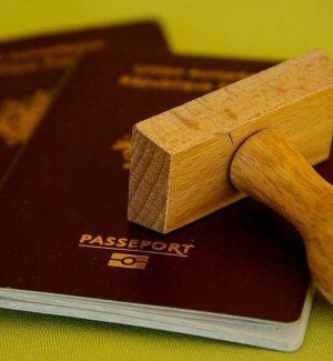 All'aeroporto di Lamezia con un passaporto falso: arrestato cittadino cinese