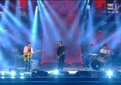 Quando Sarcina e Scamarcio si esibirono insieme a Sanremo 2014 L'attore accompagnò alla batteria il frontman dela band Le Vibrazioni durante la manifestazione canora. I due amici (ora ex) sembrarono divertirsi molto. - Corriere Tv