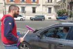 Ordinanza anti accattonaggio a Messina, il consigliere Russo si finge lavavetri