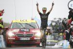 Tour de France: Yates vince sui Pirenei, Alaphilippe trema ma resta leader