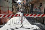 Caduta di solai e muri, chiuso al traffico vico Leone a Lamezia
