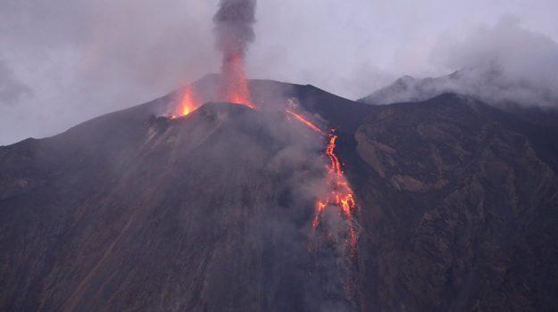 eruzione stromboli, turisti, Messina, Sicilia, Economia