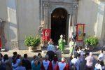 Chiesa matrice di Capistrano, grande festa per la benedizione delle porte in bronzo - Foto